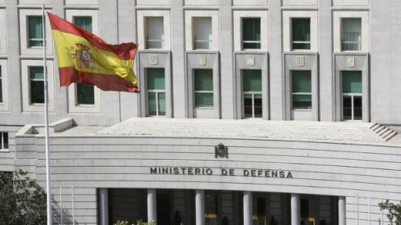 Ministerio_de_Defensa-Semana_Santa-Banderas_nacionales-Espana